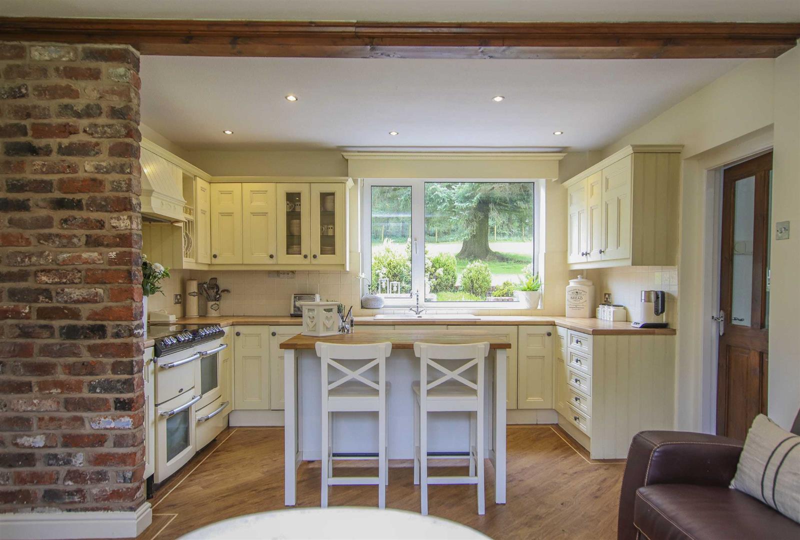 4 Bedroom Semi Detached Cottage For Sale - Image 5